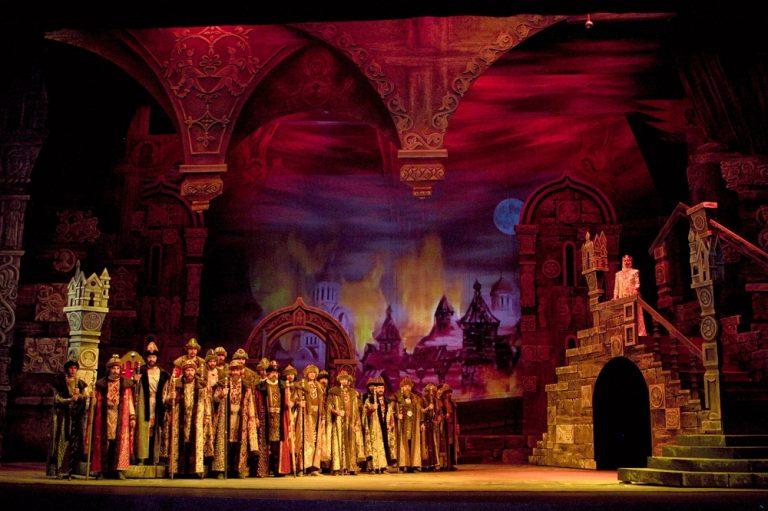 Выставка «Из истории оперы Бородина «Князь Игорь» открылась в Красноярском театре оперы и балета