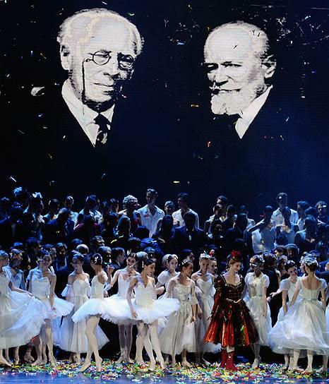 Основоположники Музтеатра благосклонно взирали на юбилейные шалости своих преемников. Фото - Юрий Мартьянов