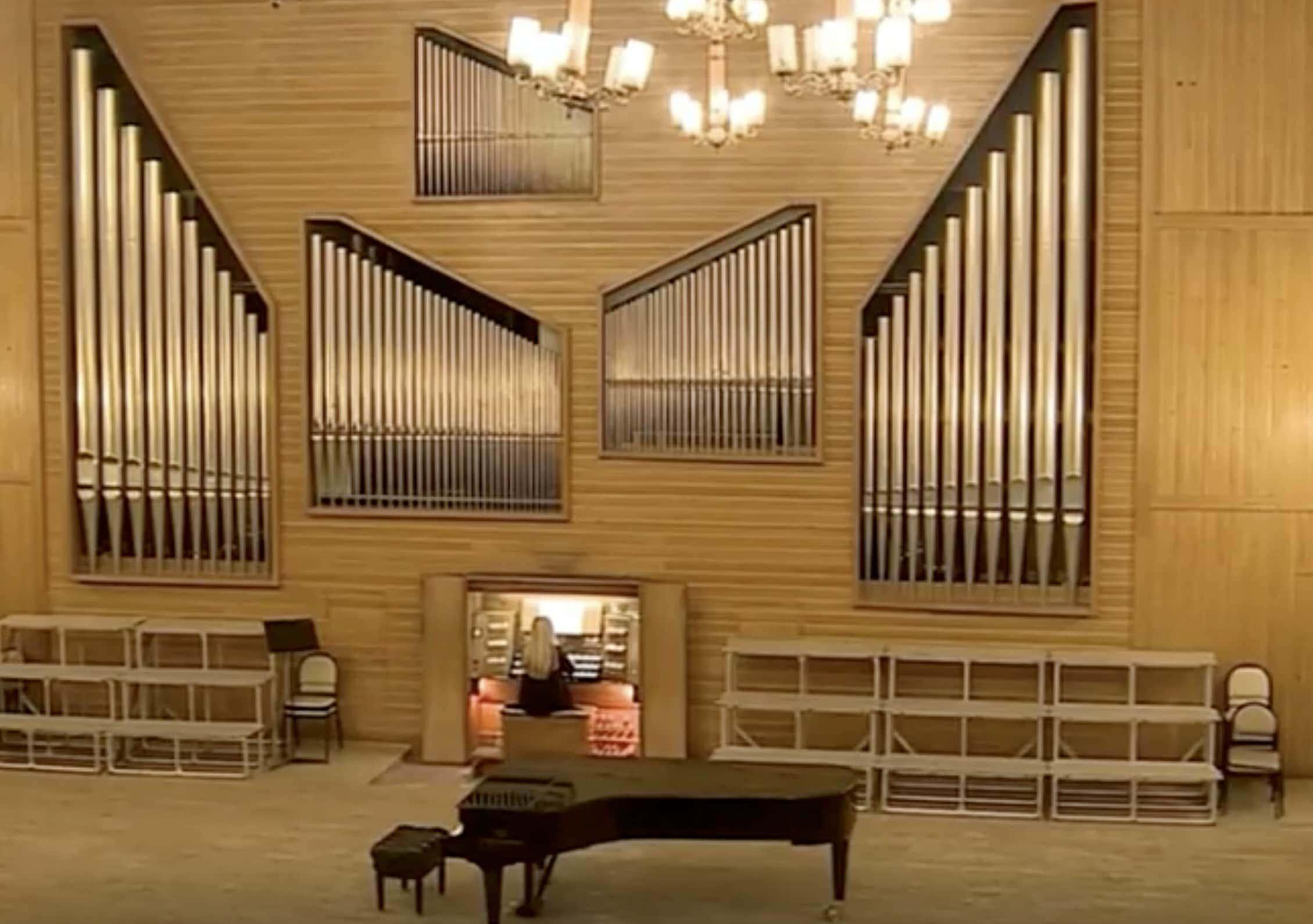 Большой концертный орган в зале Новосибирской консерватории