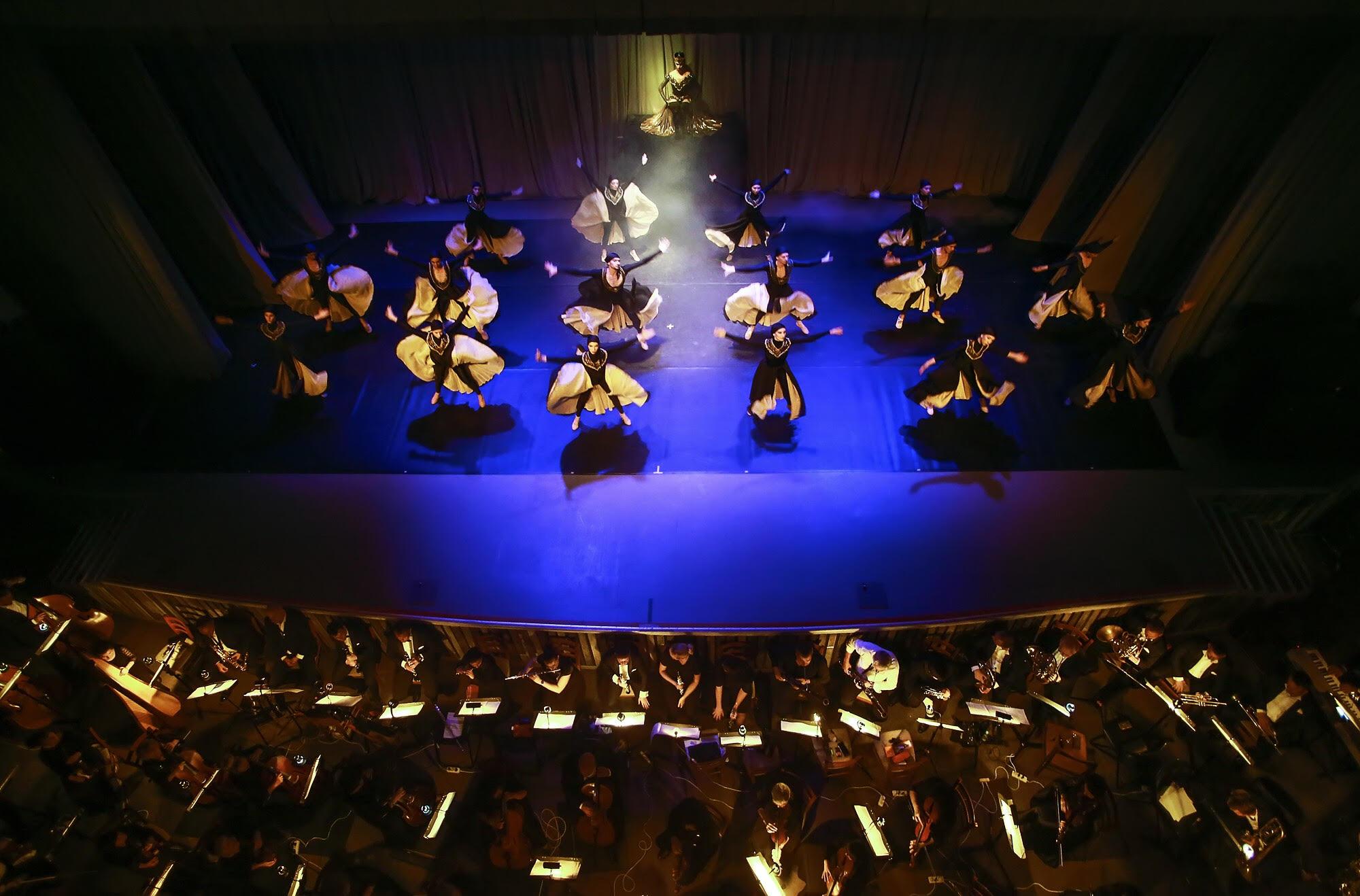 Объединившись, симфонический оркестр Псковской области и Имперский Русский Балет представили зрителям две колоритных балетных постановки: «Болеро» и «Шехеразада».