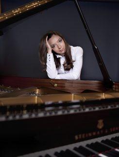 Юлианна Авдеева. Фото - Харальд Хоффман