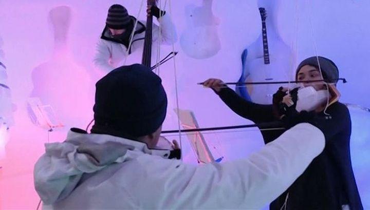 Фестиваль ледяных музыкальных инструментов проходит в Северной Италии