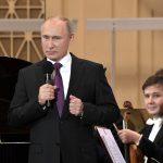 Президент России поддержал идею субсидировать авиаперелеты творческих коллективов