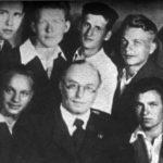 А. Свешников с первым выпуском Московского хорового училища. Владимир Минин - второй справа в первом ряду
