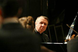 Михаилу Плетневу с его Российским национальным оркестром музицировалось естественно и даже по-домашнему. Фото - пресс-служба РНО