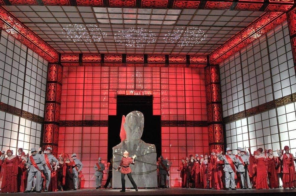 """""""Бал-маскарад"""" Дж. Верди в Израильской опере. Фото - Йоси Цвекер"""