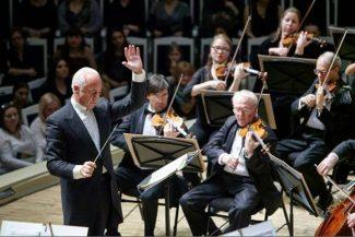 Национальный филармонический оркестр России под управлением Владимира Спивакова открывает гастрольный тур по Европе