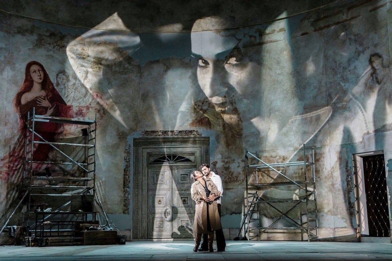 """Сцена из оперы Пуччини """"Тоска"""" в постановке Барбары Высоцкой. Фото – Кржиштоф Биелински"""