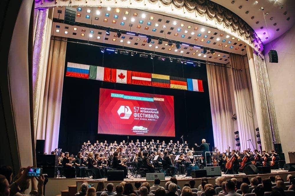 Государственная академическая капелла Санкт-Петербурга поздравила ульяновскую филармонию с 75-летием на 57-м Международном музыкальном фестивале «Мир, Эпоха, Имена…»