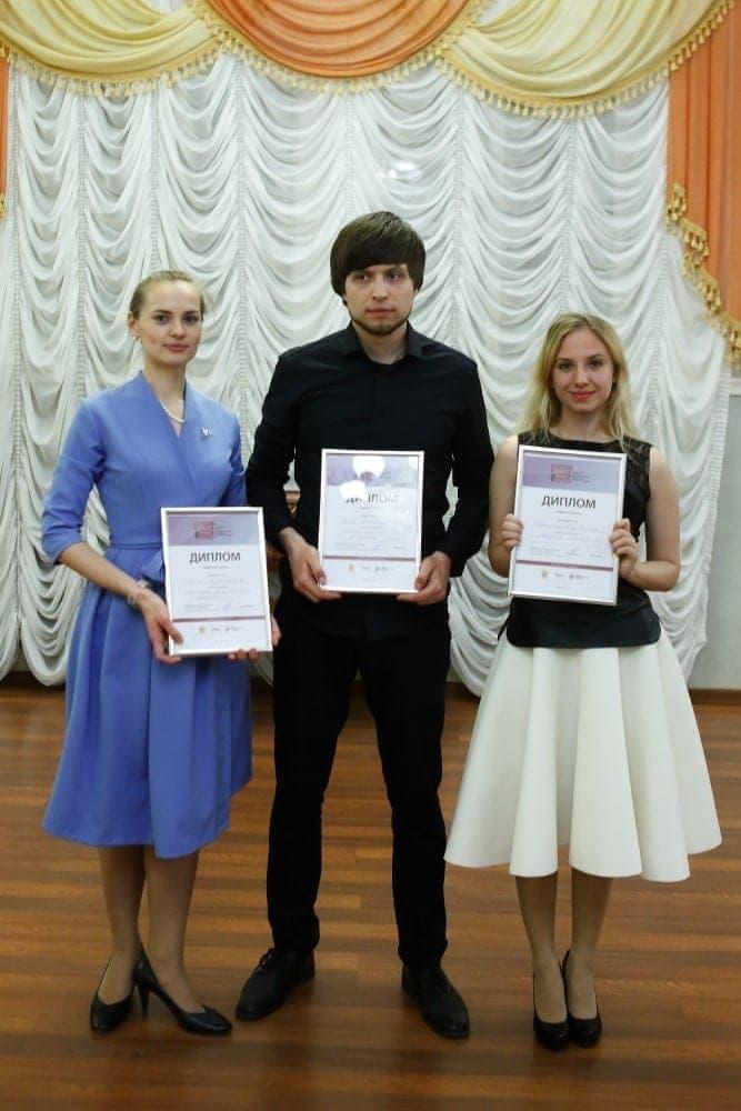 Лауреаты конкурса - Анна Наветная (III премия), Яков Александров (I премия) и Екатерина Бузовкина (II премия)