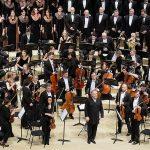 Валерий Гергиев, оркестр и хор Мариинского театра. Фото: Юрий Мартьянов / Коммерсантъ