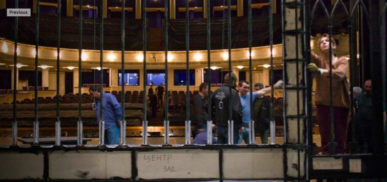 Мужской хор театра Станиславского упал на сцене. 20 пострадавших