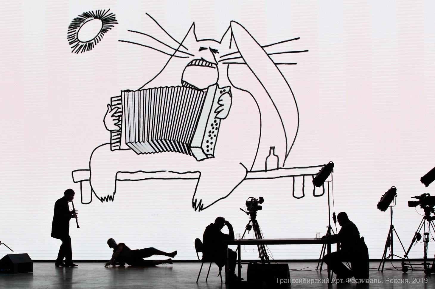 """Сцена из спектакля """"Черт, солдат и скрипка"""" в постановке Михаила Кислярова. Фото - Александр Иванов"""