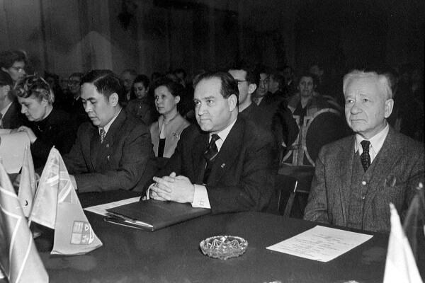 Давид Ойстрах и члены жюри I конкурса имени Чайковского, 1958 год