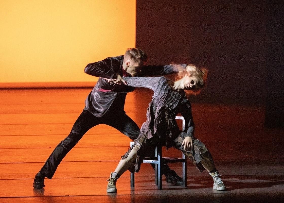 """""""Кто-то где-то слышал, от тех, кто видел балет за границей, что Маша - бомжиха на свалке, а Дроссельмейер – бандит-торговец органами. И не факт что это достоверная информация"""". Фото - М. Логвинов"""