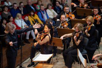 Омский оркестр под управлением Дмитрия Васильева выступлением с Сойонг Йон (Корея) завершил 79-й концертный сезон филармонии