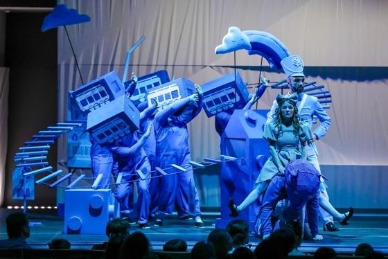 Сцена из оперы «Путешествие ''Голубой Стрелы». Фото - Лилия Ольховая