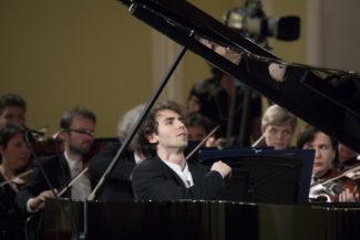 Александр Канторов играет на третьем туре. Фото - tch16.com