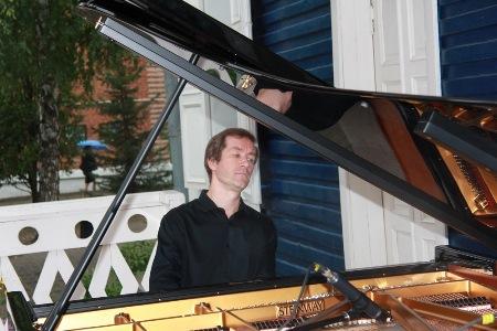 Николай Луганский на концерте в Ивановке