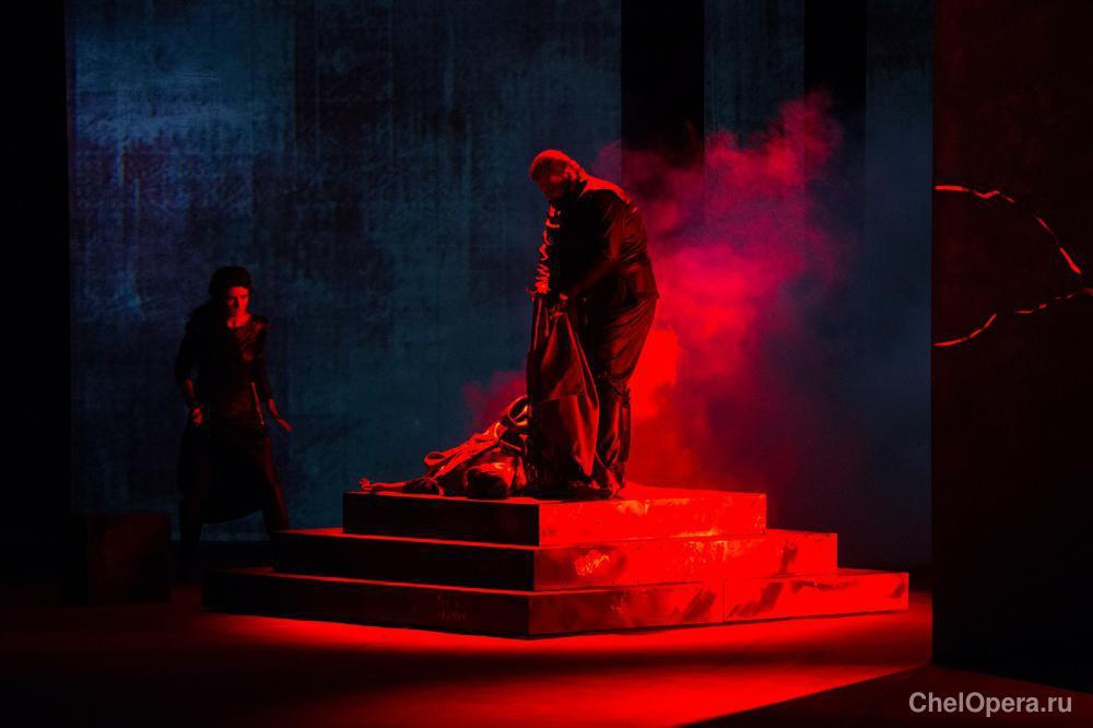 """Сцена из оперы Верди """"Риголетто"""". Челябинский оперный театр"""
