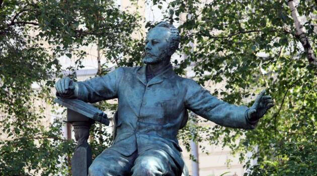 Памятник П. И. Чайковскому работы В. И. Мухиной