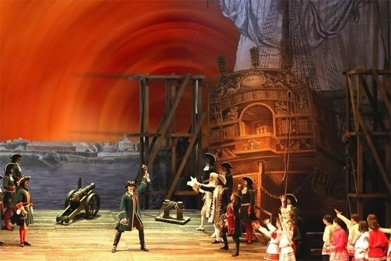 Сцена из балета «Медный всадник». Фото - Приморская сцена Мариинского театра