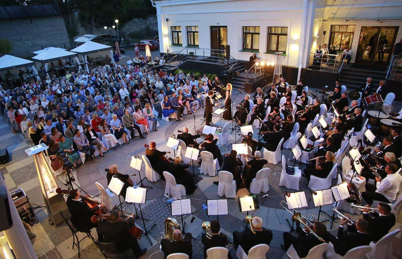 Cимфонический оркестр Псковской филармонии п/у Николая Хондзинского