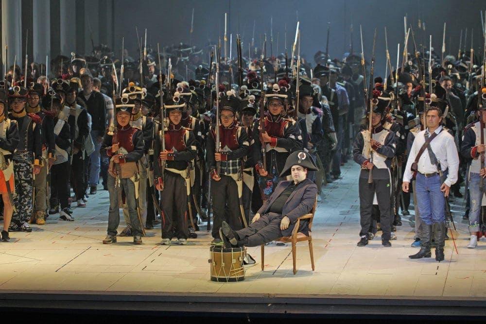 """В опере """"Война и мир"""", которую театр показал на гастролях в Китае, приняли участие китайские студенты. Фото - Валерий Самойлов"""