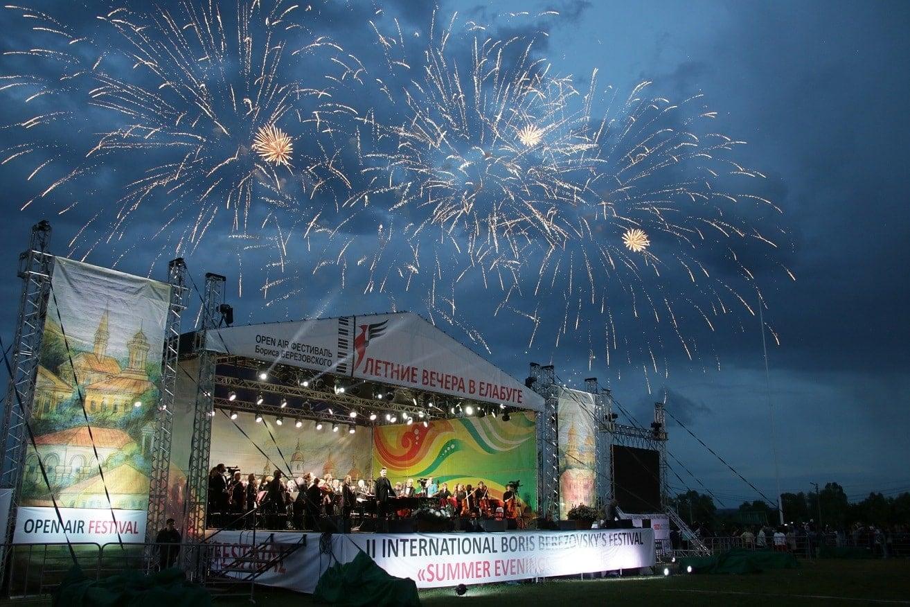 Открытие фестиваля «Летние вечера в Елабуге» ознаменовалось фейерверком