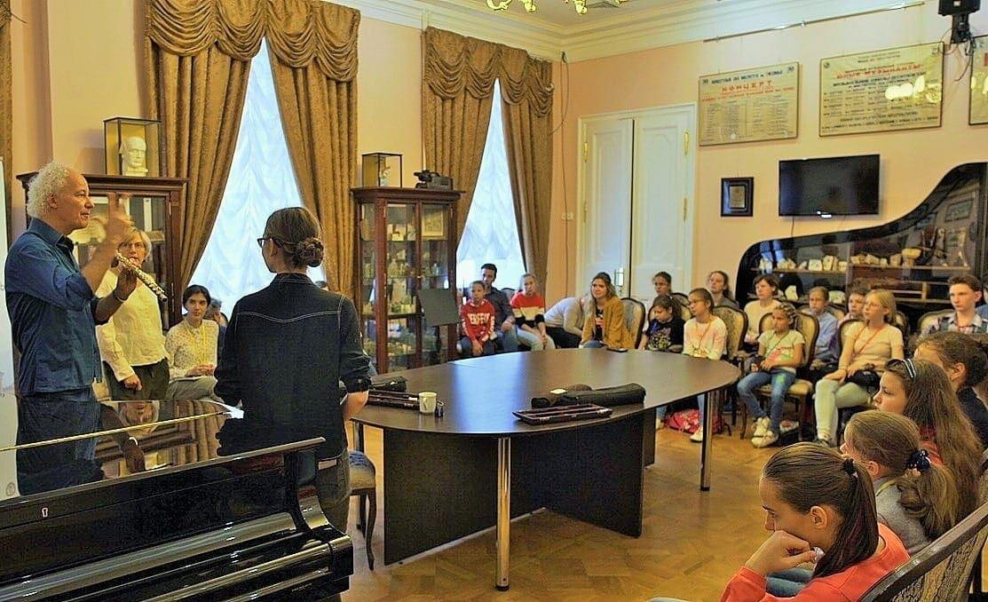 «Школа флейты ОльгиИвушейковой». Лекция ФеликсаРенггли (Швецария). Фото - Глеб Омельченко