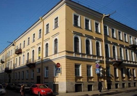 Дом в Фонарном переулке, где Г. И. Уствольская жила с родителями.