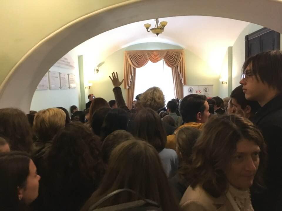 17 сентября администрация МГК провела собрание студентов с тем, чтобы озвучить достоверную информацию о ситуации с общежитием