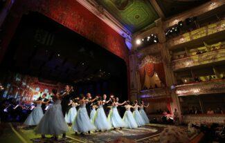 Гала-шоу в Михайловском театре открыло Дрезденский оперный бал в Санкт-Петербурге. Фото - Александр Демьянчук