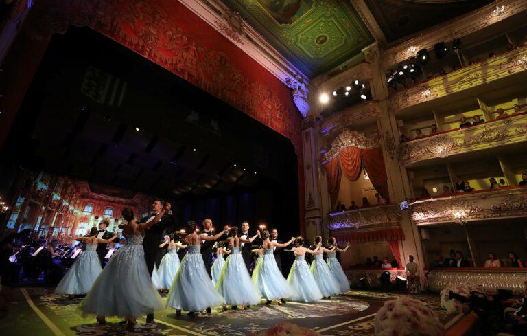 Гала-шоу в Михайловском театре открыло Дрезденский оперный бал в Санкт-Петербурге