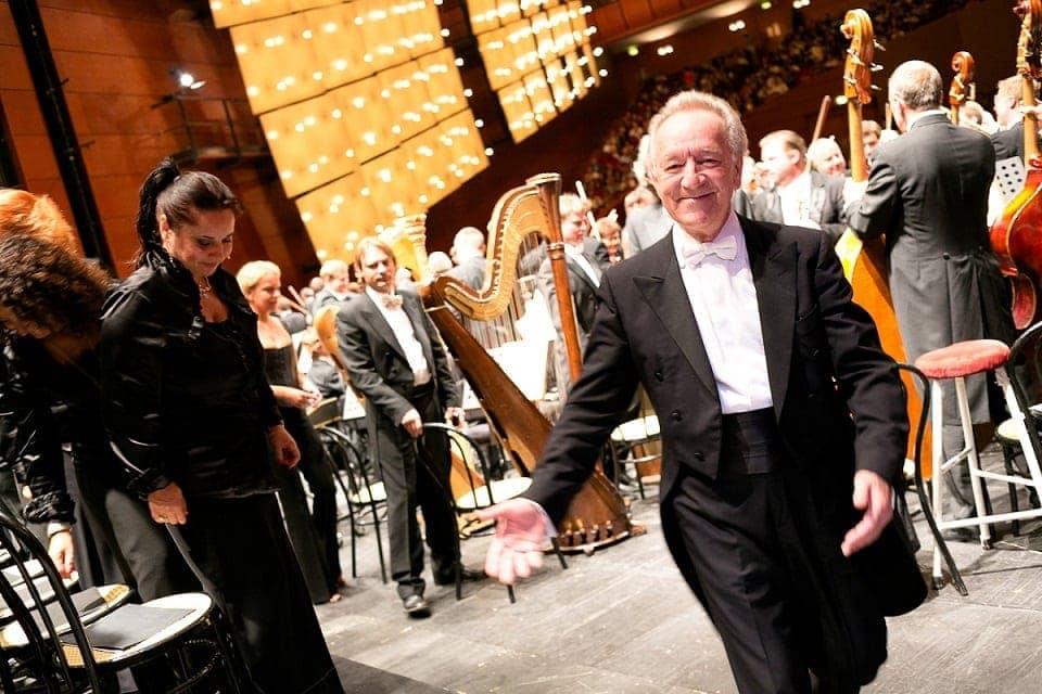 Юрий Темирканов и ЗКР АСО Санкт-Петербургской филармонии. Фото - Андреа Мариниэлло