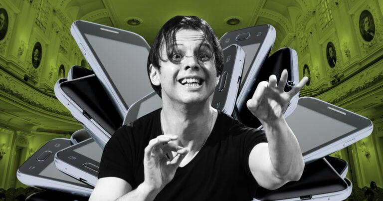 Перед концертами Курентзиса теперь отбирают телефоны