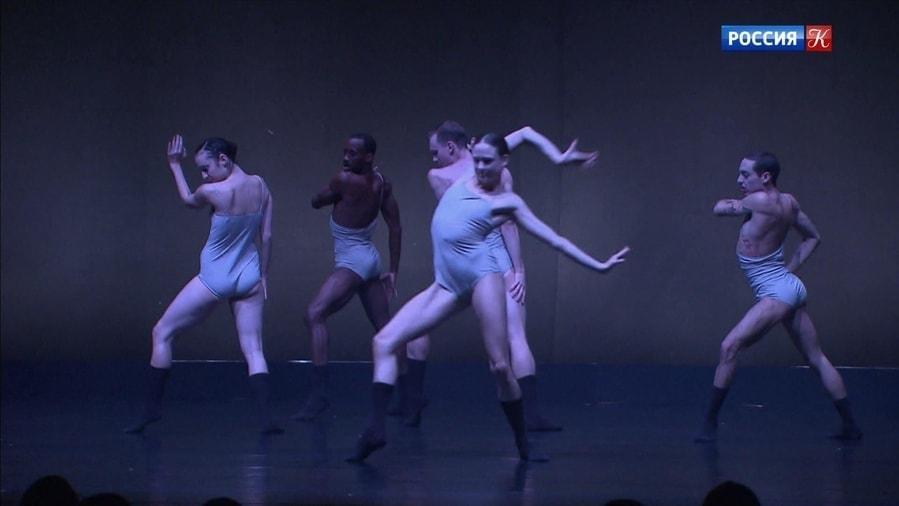 В Москве показали спектакль израильского хореографа Шарон Эяль «Любовь. Глава вторая»