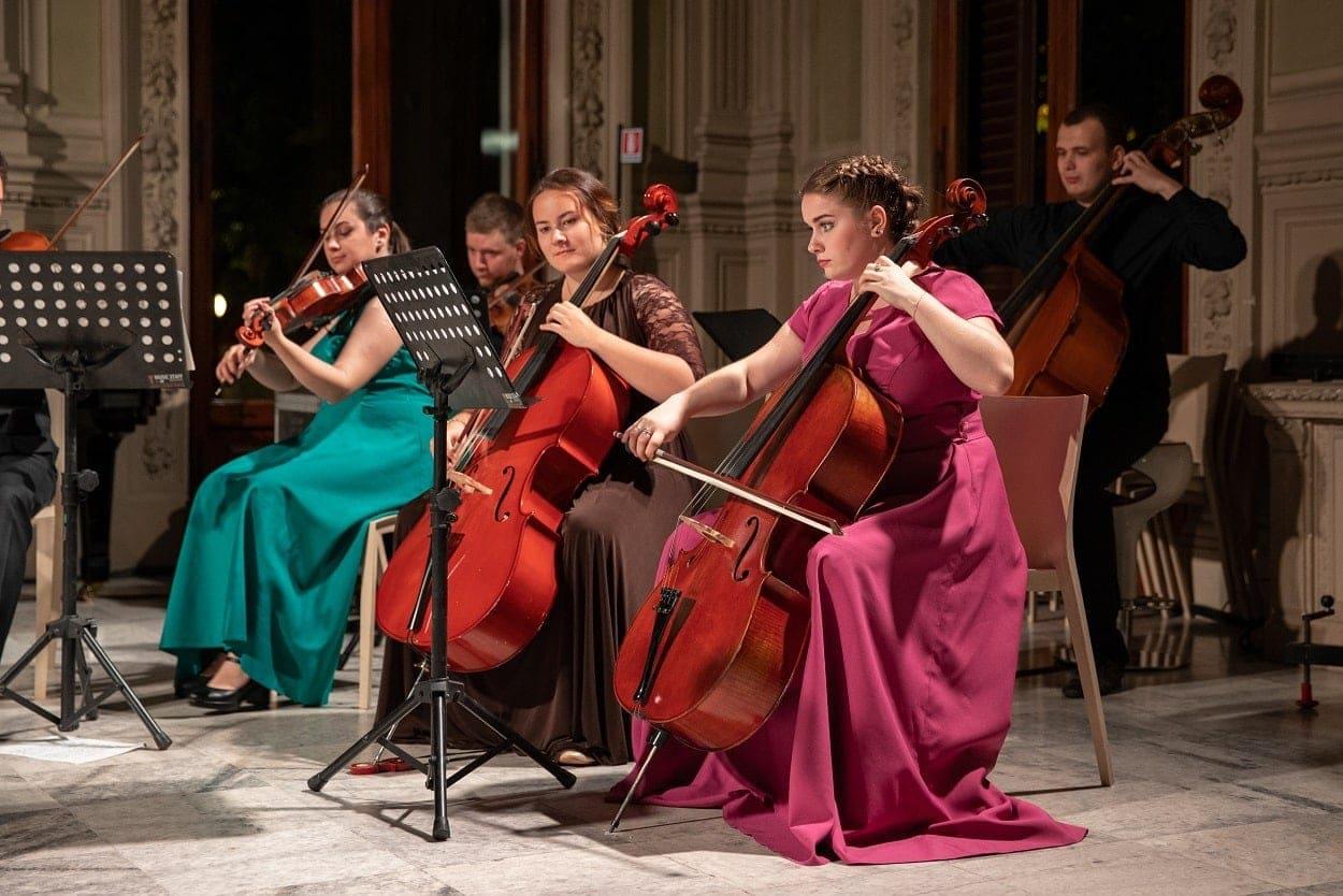 Артисты Московского молодёжного камерного оркестра