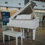 В Красноярске установили рояль имени Хворостовского
