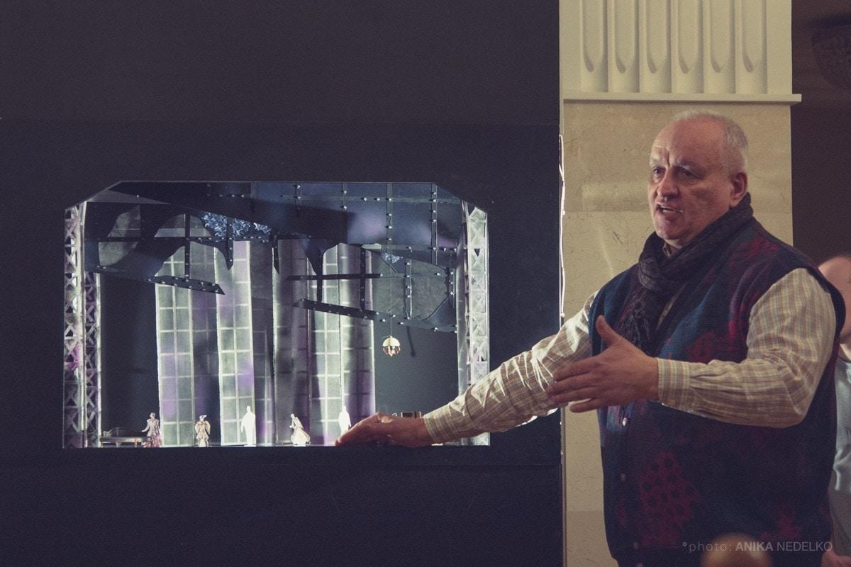 «Анна Каренина» -- последняя работа главного художника Александра Костюченко, ушедшего из жизни за несколько месяцев до премьеры. Фото - Anika Nedelko