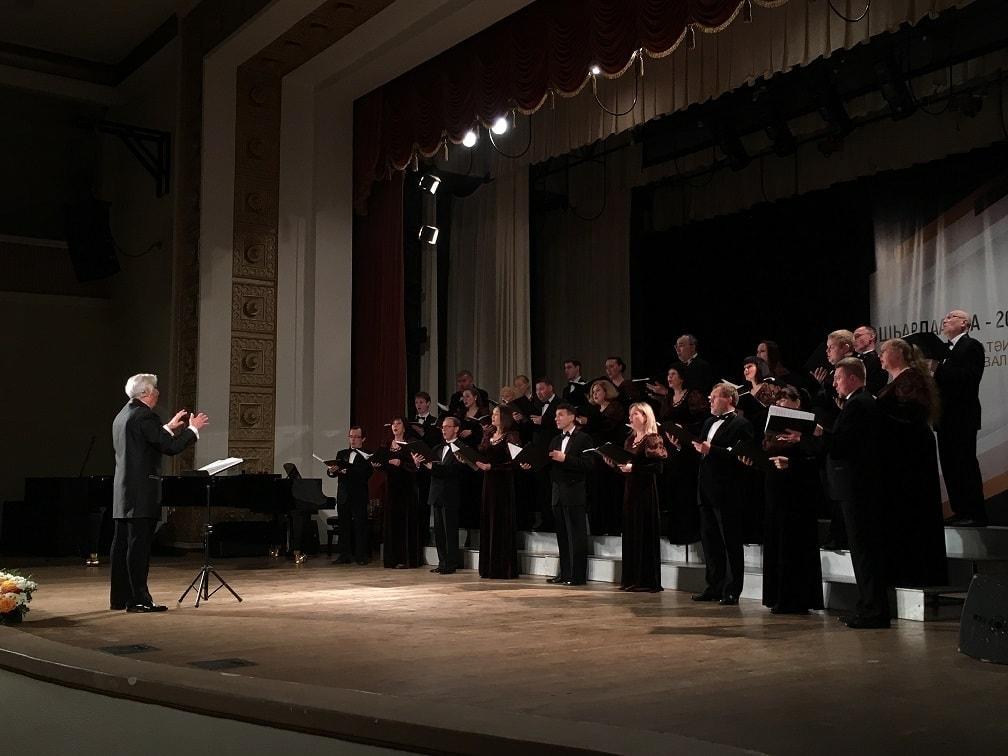 Прославленный коллектив Пермской филармонии - Уральский государственный камерный хор - дал три концерта в Абхазии.