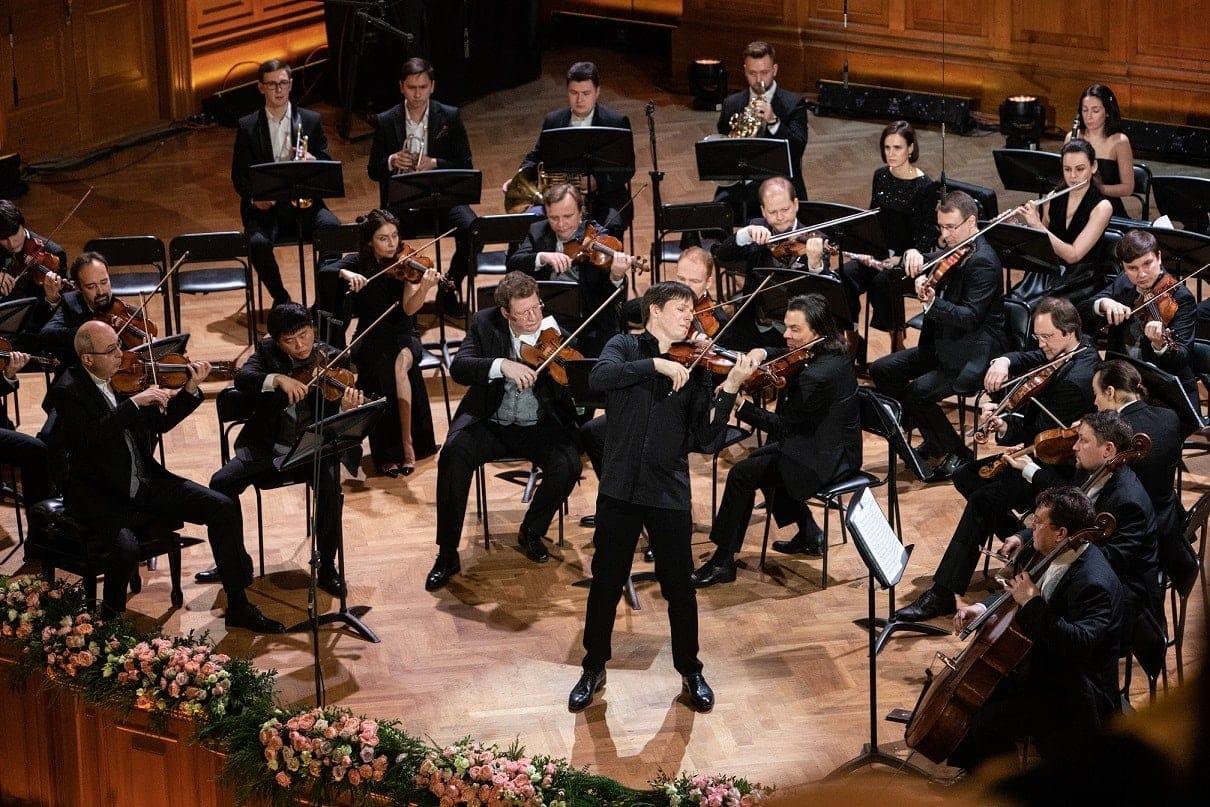 """Джошуа Белл и оркестр """"Виртуозы Москвы"""". Фото предоставлено агентством «Подмосковные вечера»"""