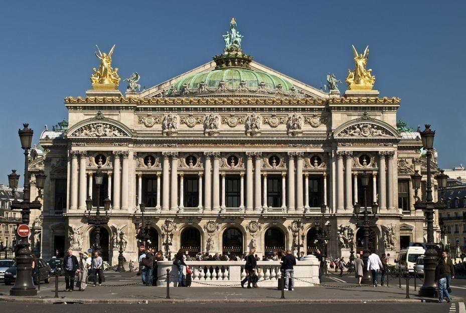 Парижская опера стремительно беднеет