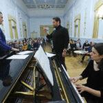 Маэстро считает своей миссией помощь начинающим певцам. Фото - Татьяна Андреева/РГ