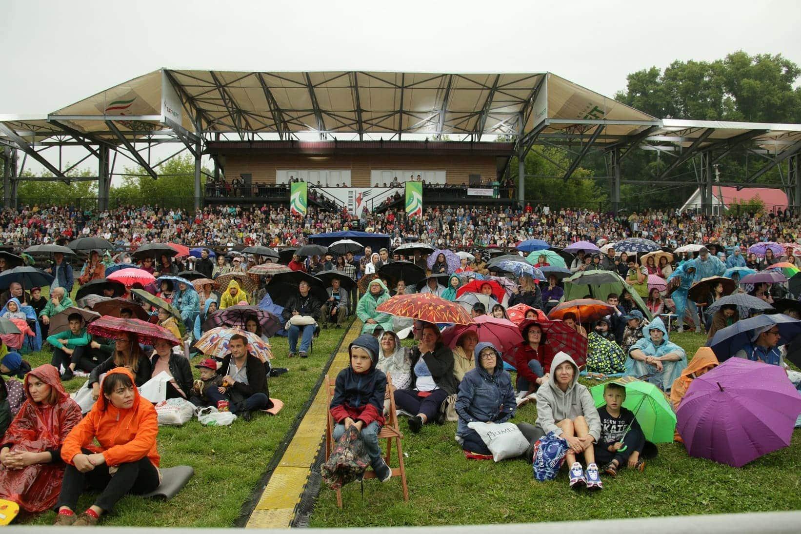 Елабужская публика слушает программу «Джаз и не только...» 12 июля 2019. Елабуга