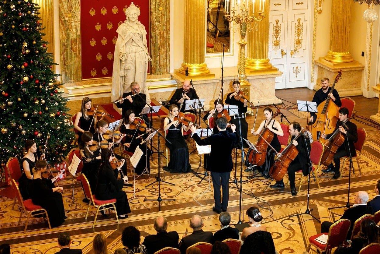Концерт музыки Чайковского и бал дали старт третьему сезону проекта «Посольские вечера в Царицыне»