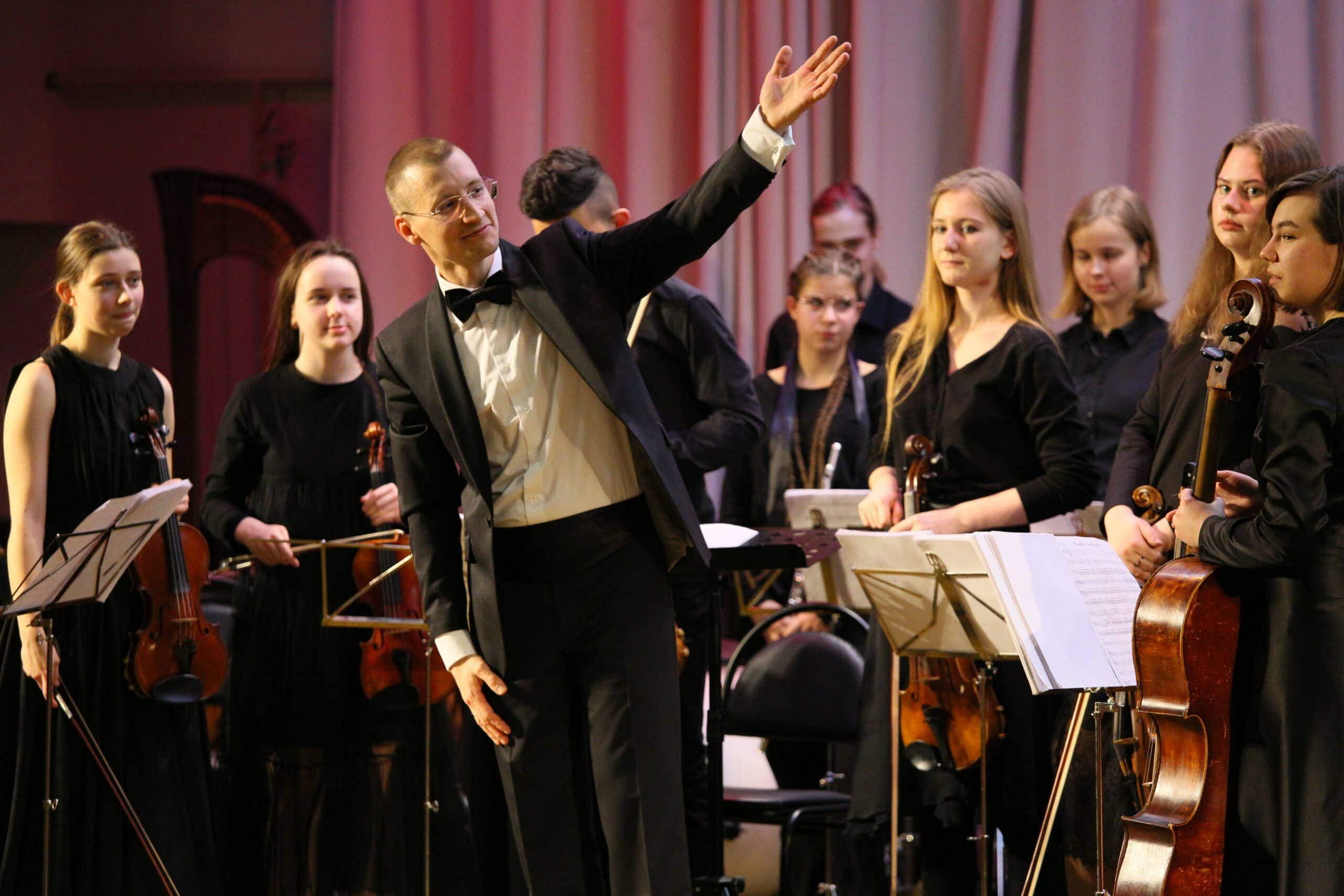 Иван Покровский и оркестр КМТИ. Фото - Арина Должикова