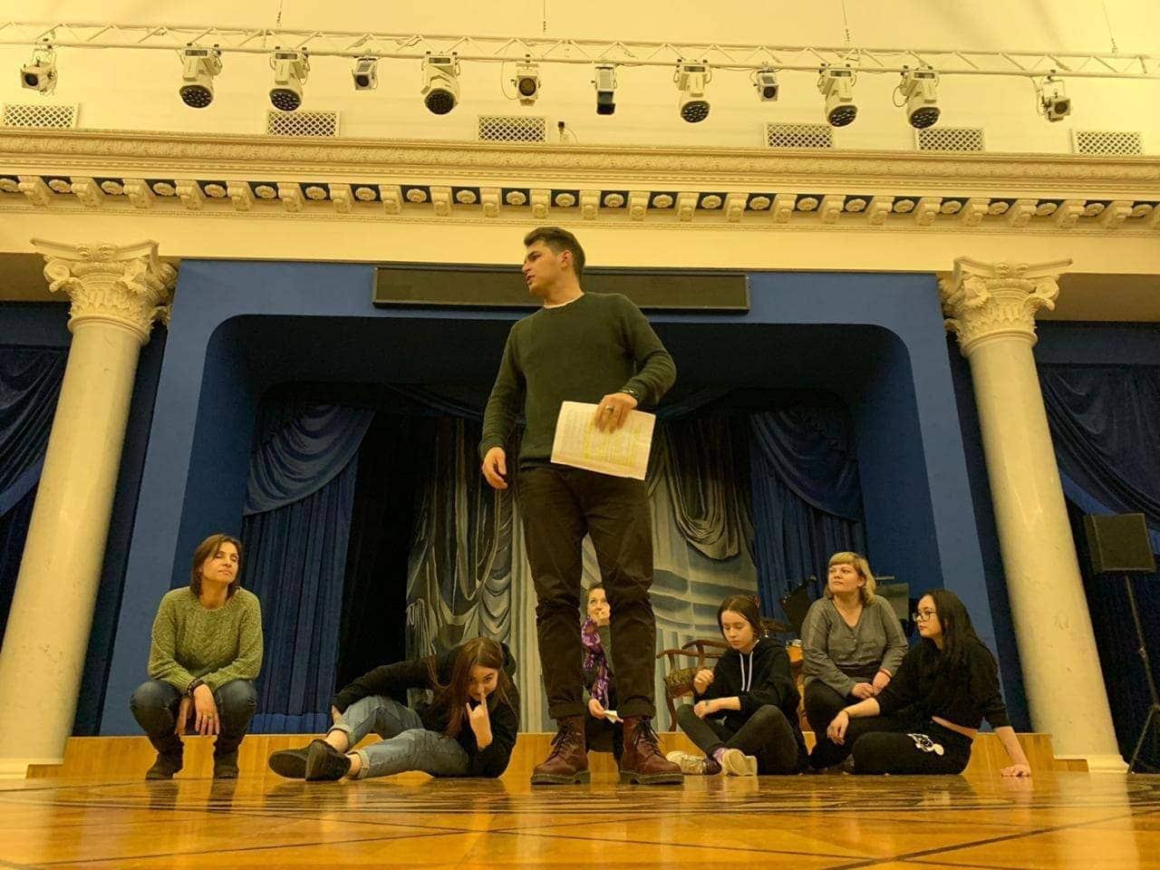 6 марта 2020 года в Белоколонном зале княгини Шаховской театра «Геликон-опера» покажут музыкальный спектакль «Маленький принц», подготовленный участниками проекта «Театротерапия».