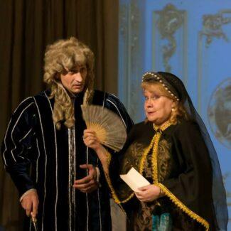 Людмила Колесникова (справа)