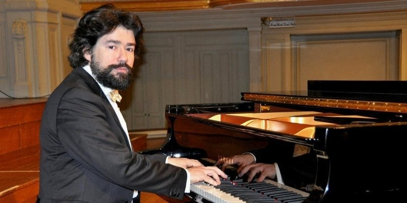 Французский пианист Николя Челоро даст серию онлайн-концертов во Владимире